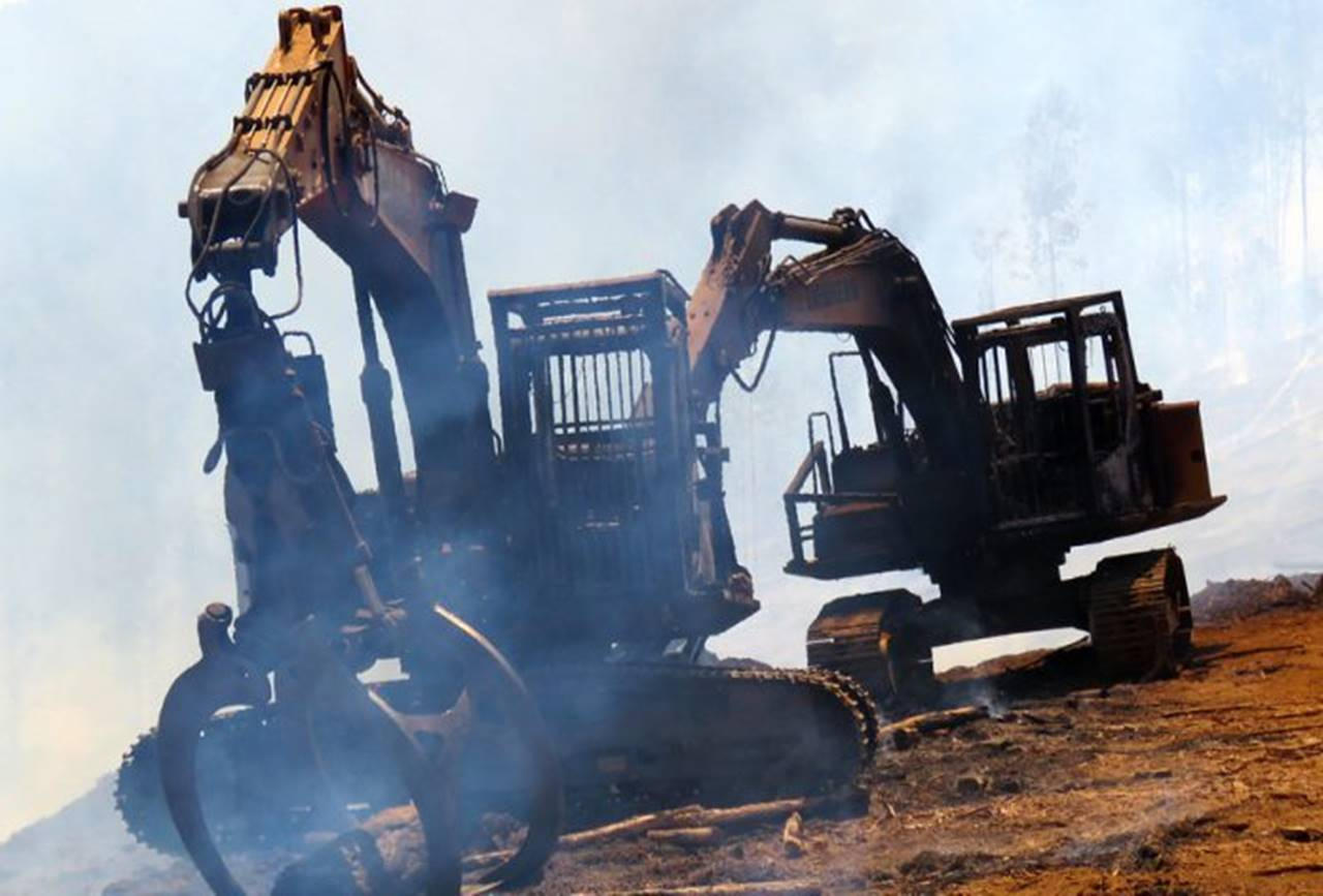 Photo of Incendio afecta a maquinaria agrícola en fundo de la ruta  Lautaro – Vilcún