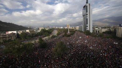 """Photo of Prensa internacional destaca """"la mayor manifestación desde el retorno a la democracia en Chile"""""""
