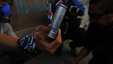 Photo of Carabineros por eventual uso de lacrimógenas vencidas y sus efectos: «Es como tomarse un yogurt cinco días después»
