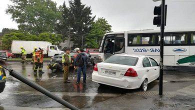 Photo of Dos lesionados tras accidente entre un bus y dos automóvil en Temuco