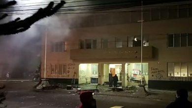 Photo of Juzgado de Curacautín prohíbe acercarse a municipalidad a imputados por daños y riña tras desalojo