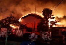 Photo of Incendio afectó a la municipalidad de Ercilla tras jornada de enfrentamientos en La Araucanía