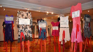 """Photo of """"Aguja y Hebra"""": exposición colectiva sobre violencia de género se inauguró en el museo ferroviario Pablo Neruda"""