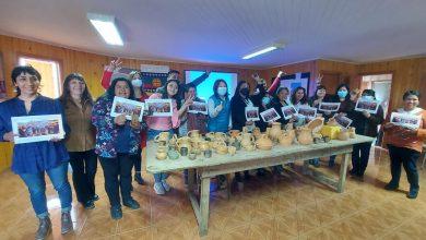 Photo of CONADI certificó a mujeres en el aprendizaje y elaboración de alfarería Mapuche en Nueva Imperial